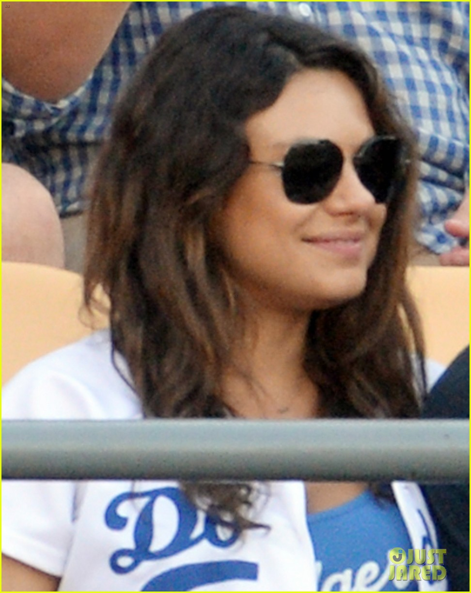 ashton kutcher mila kunis pack on pda dodgers game 023145918