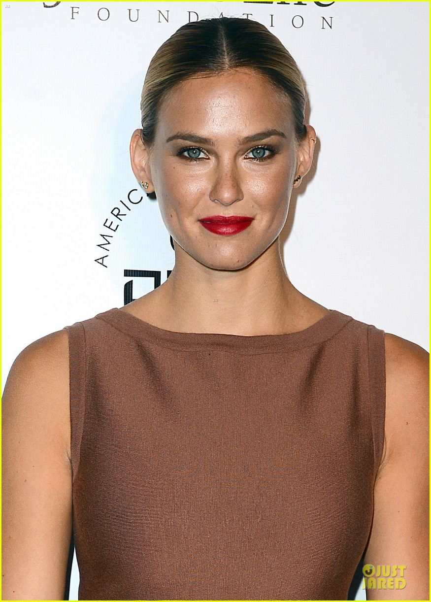 bar refaeli brings close knit family to hollywood gala 06