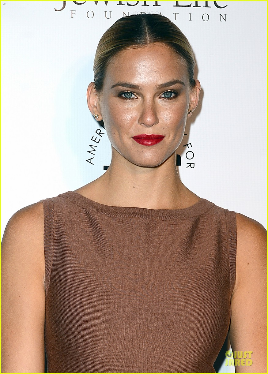 bar refaeli brings close knit family to hollywood gala 133132000