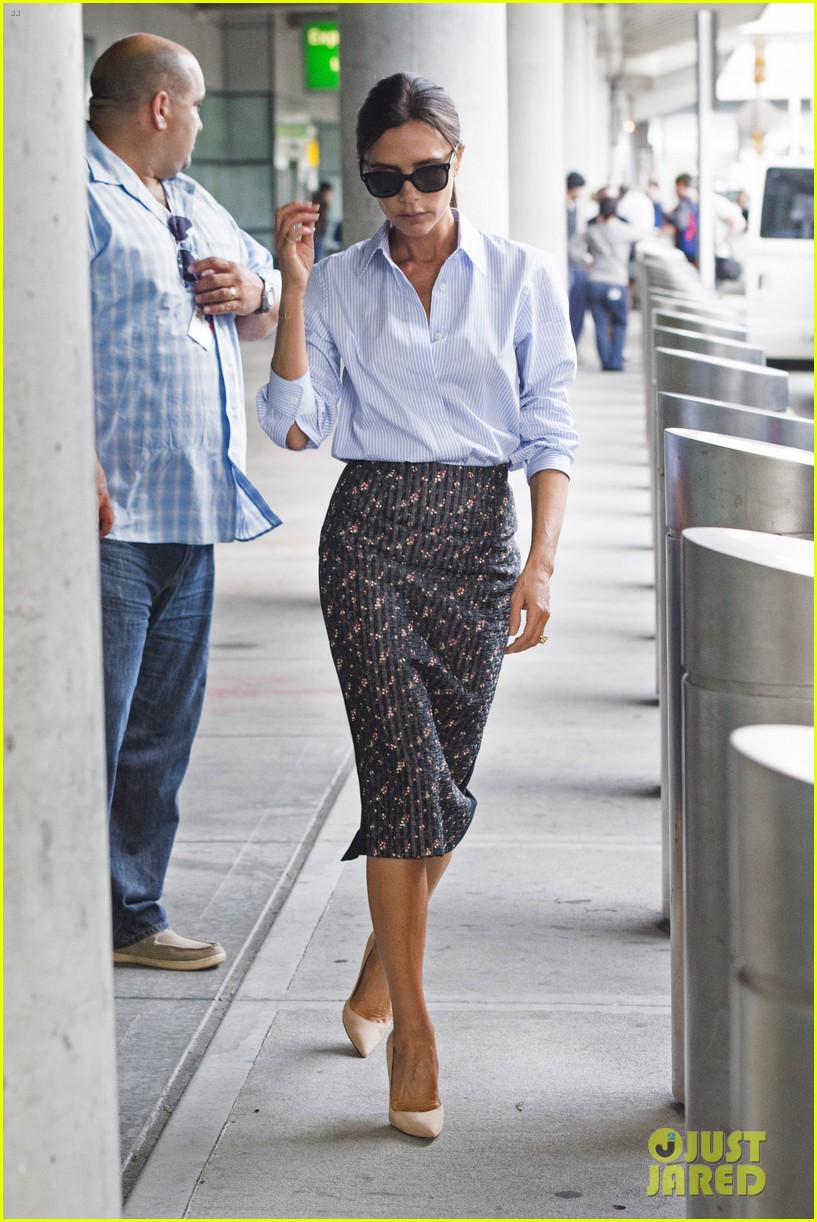 victoria beckham goes business chic for a flight 083131647