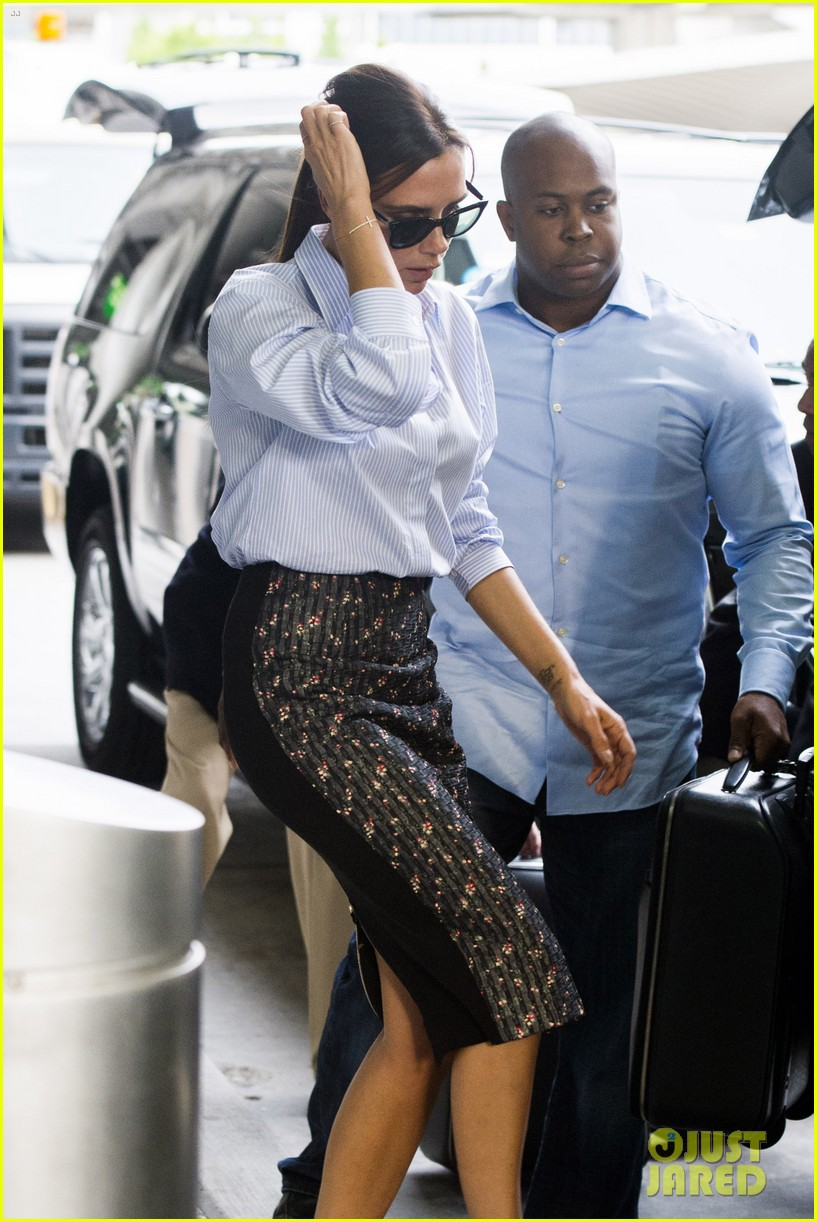 victoria beckham goes business chic for a flight 133131652