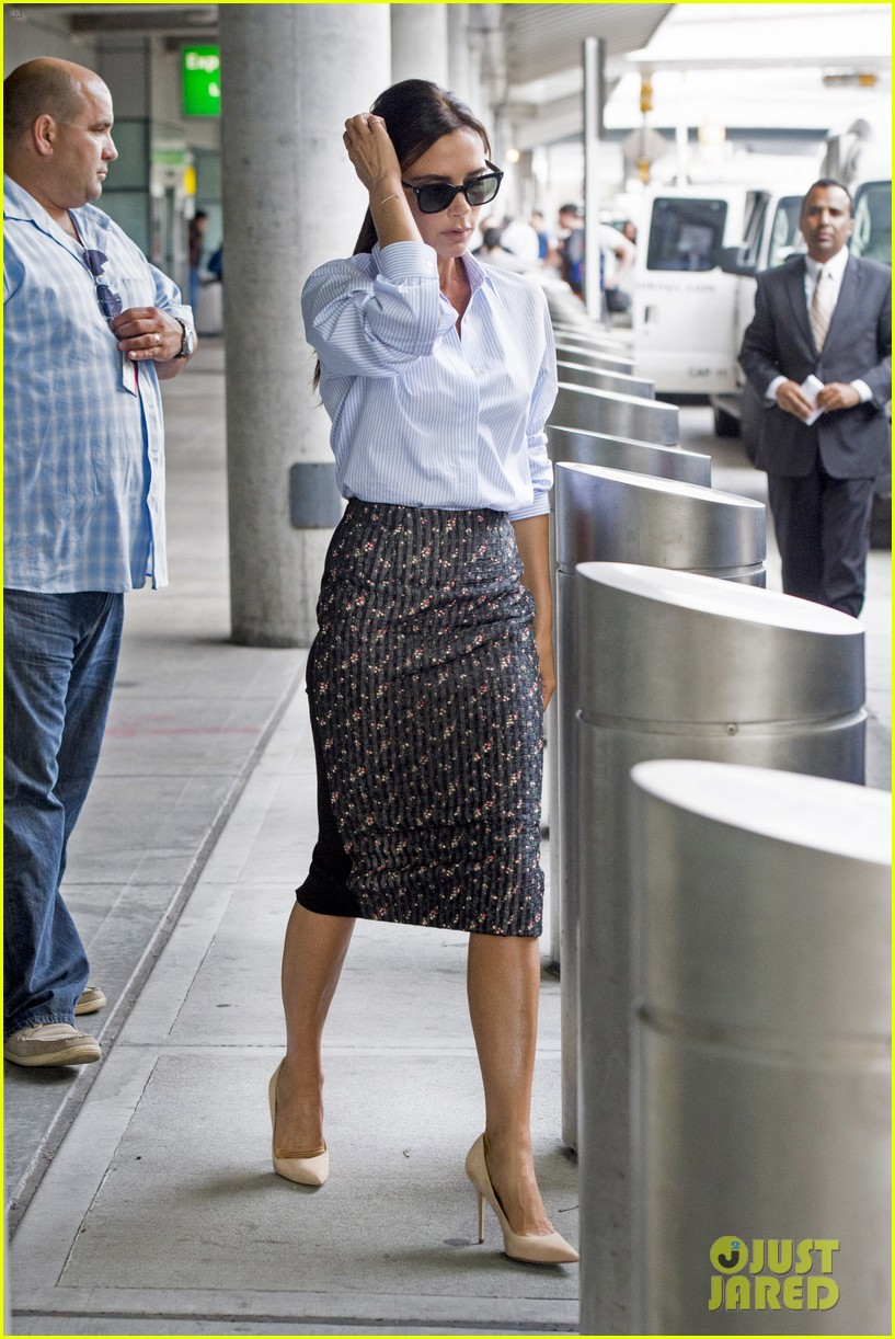 victoria beckham goes business chic for a flight 153131654