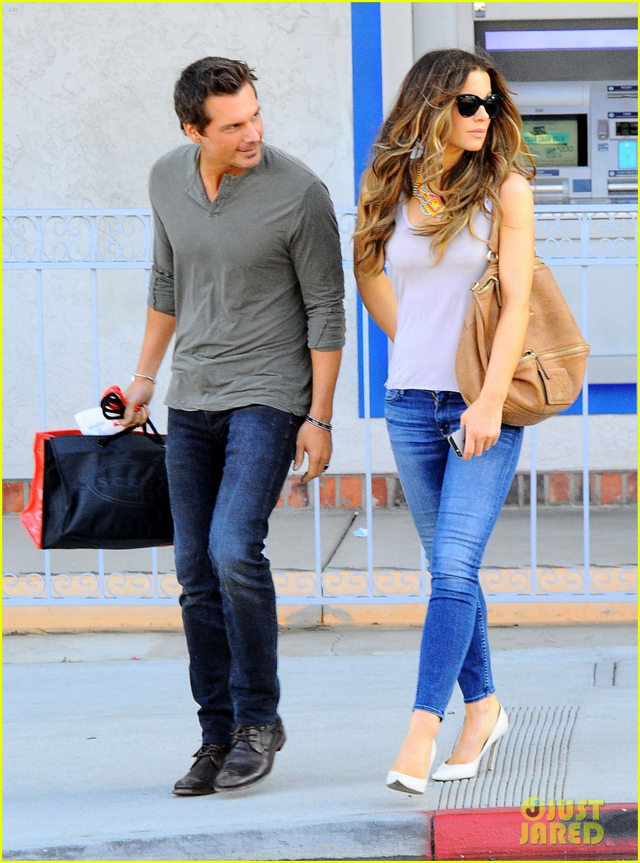 kate beckinsale len wiseman make a cute couple in santa monica 04