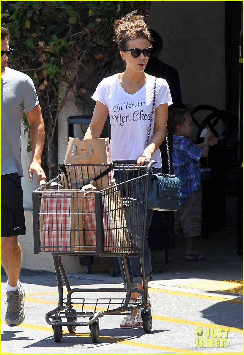 kate beckinsale len wiseman stock up on groceries 073141819