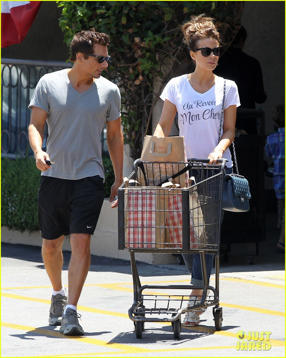 kate beckinsale len wiseman stock up on groceries 093141821