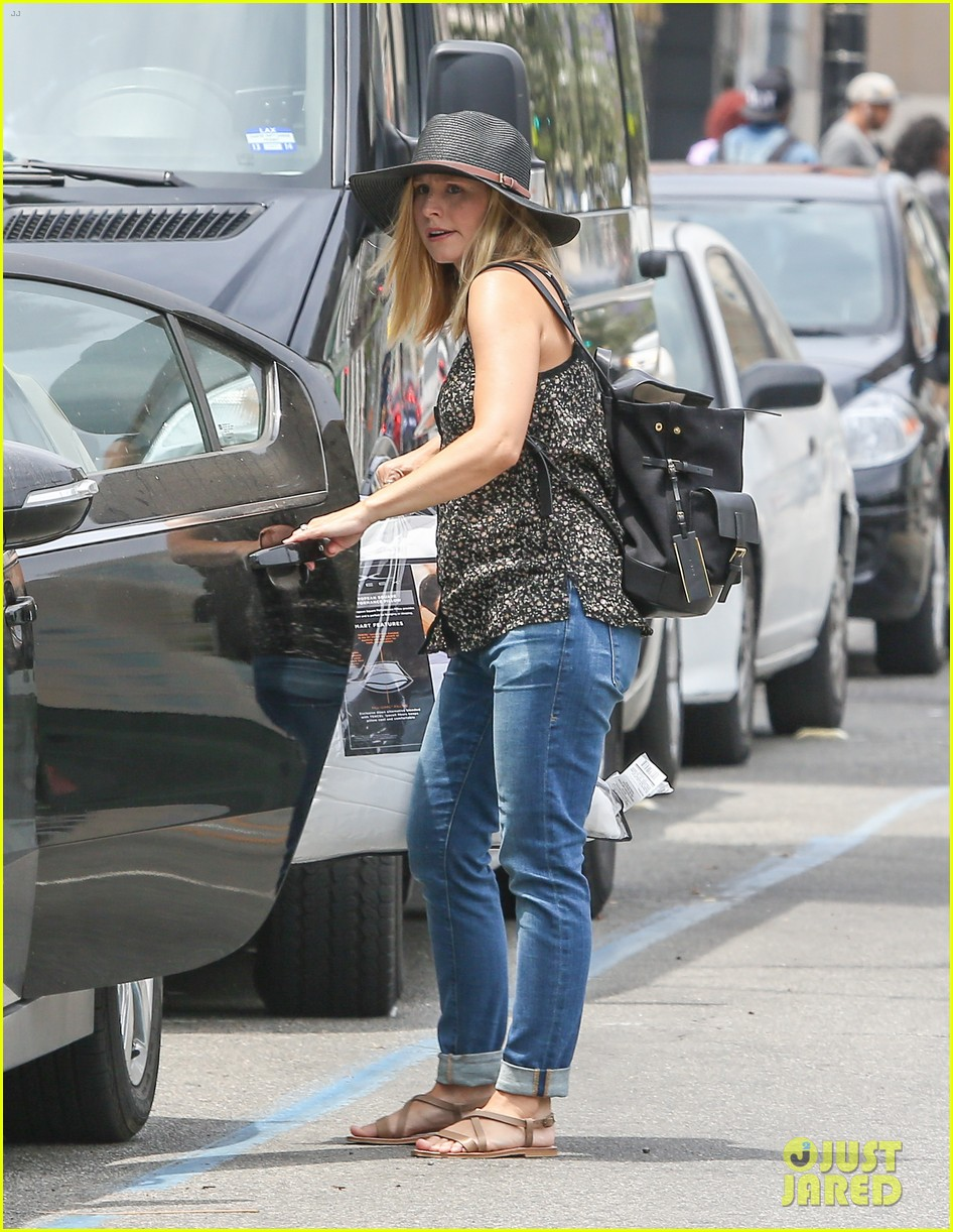 pregnant kristen bell steps out with tiny baby bump 123144272