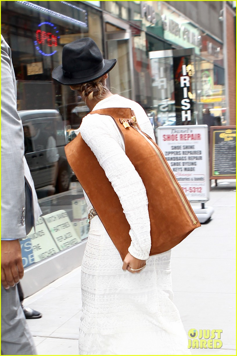 beyonce looks summer chic in white dress with fedora 08