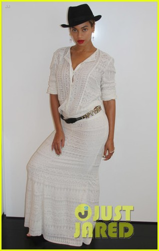 beyonce looks summer chic in white dress with fedora 093129861