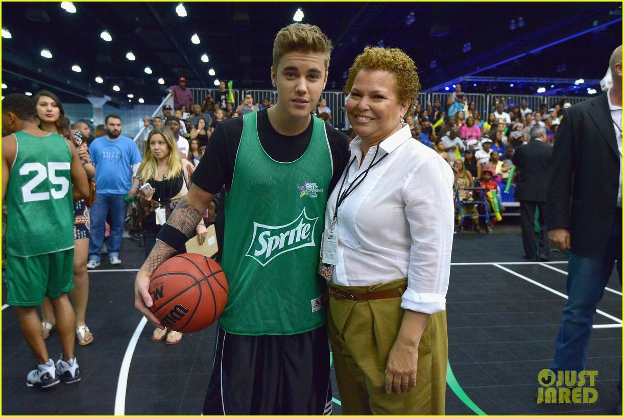 justin bieber chris brown bet celeb basketball game 083145683