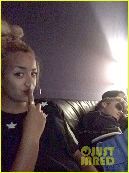 justin bieber sleeps on selena gomez shoulder in the studio 033140078