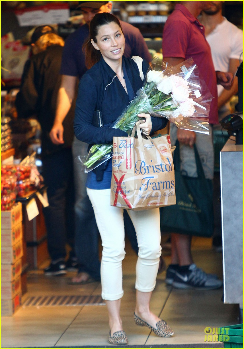jessica biel looks happy to smell like flowers 03