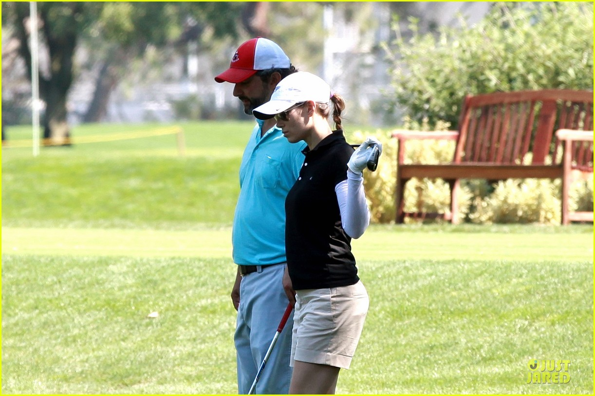 justin timberlake gets jessica biel to play golf 213147152