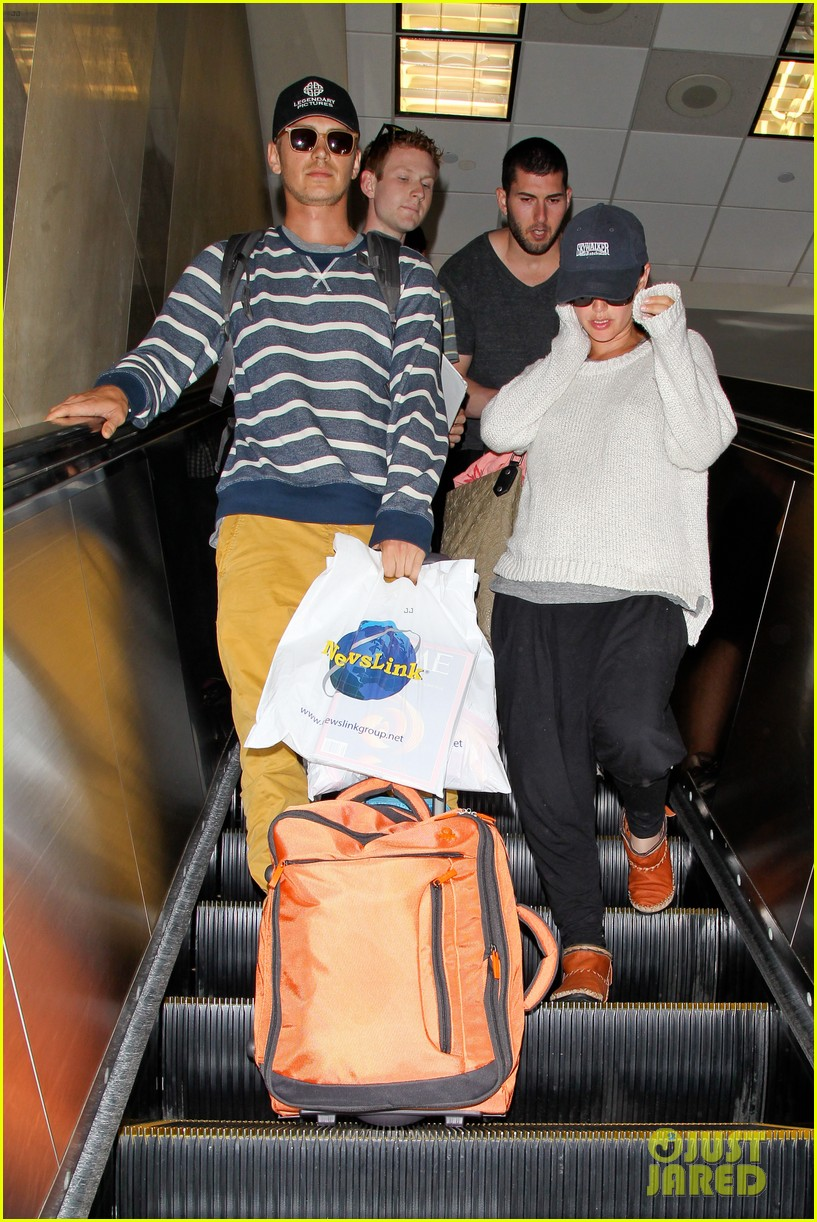 pregnant rachel bilson hayden christensen return from barbados 083139465