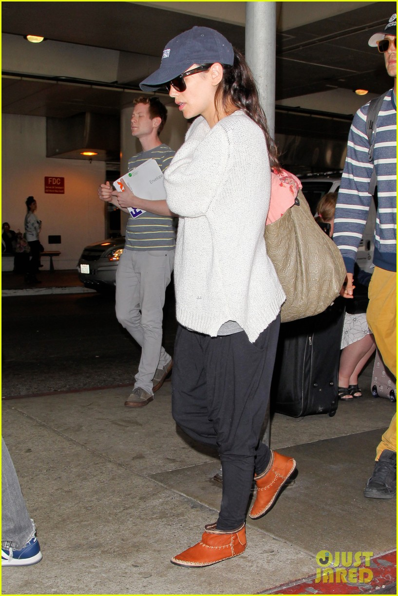 pregnant rachel bilson hayden christensen return from barbados 21