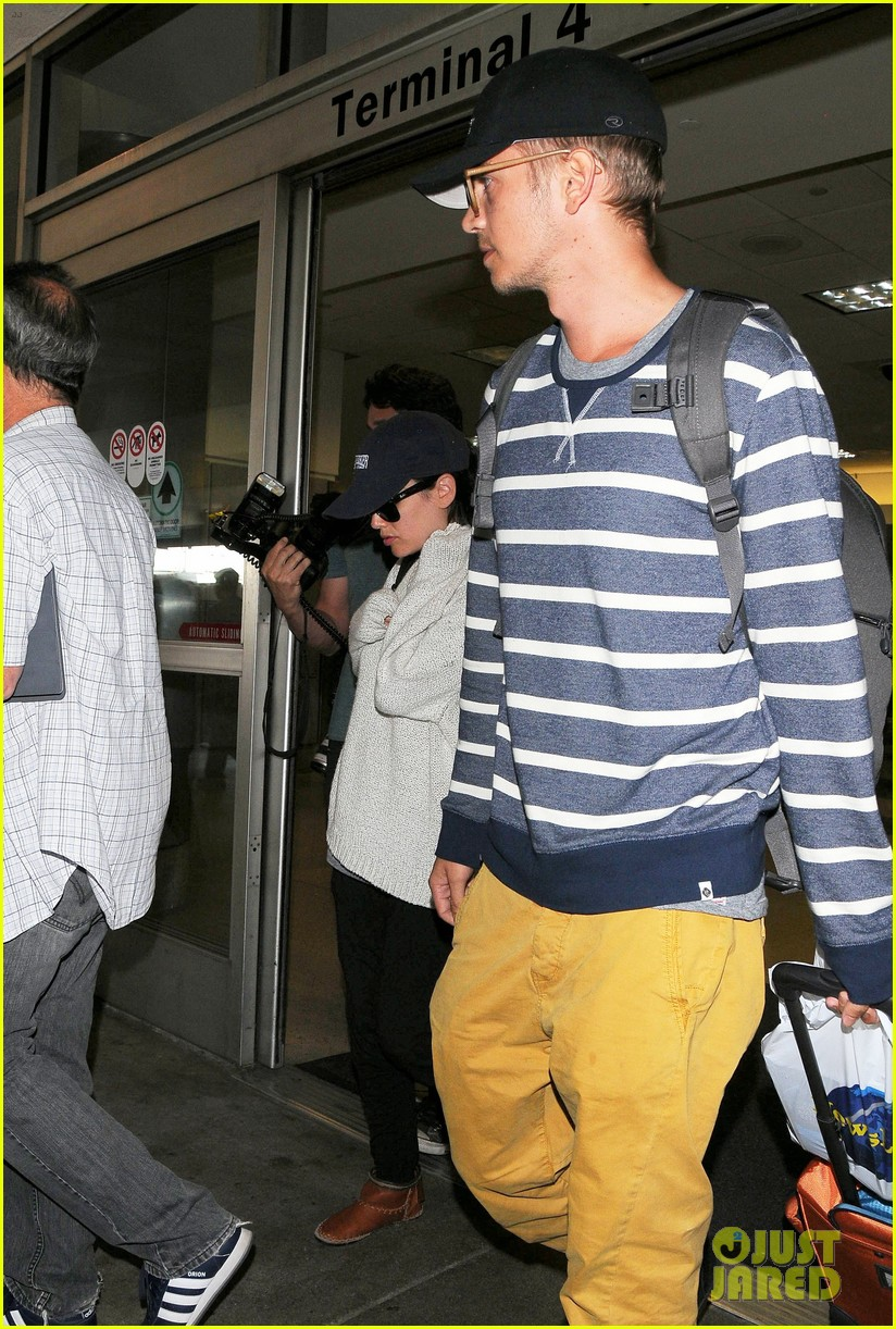 pregnant rachel bilson hayden christensen return from barbados 283139485