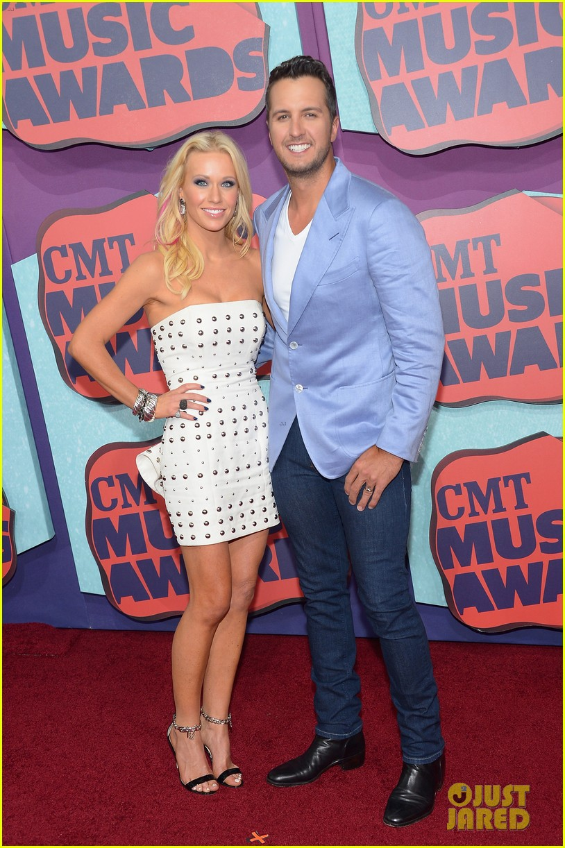 luke bryan takes wife caroline to cmt music awards 2014 013128311