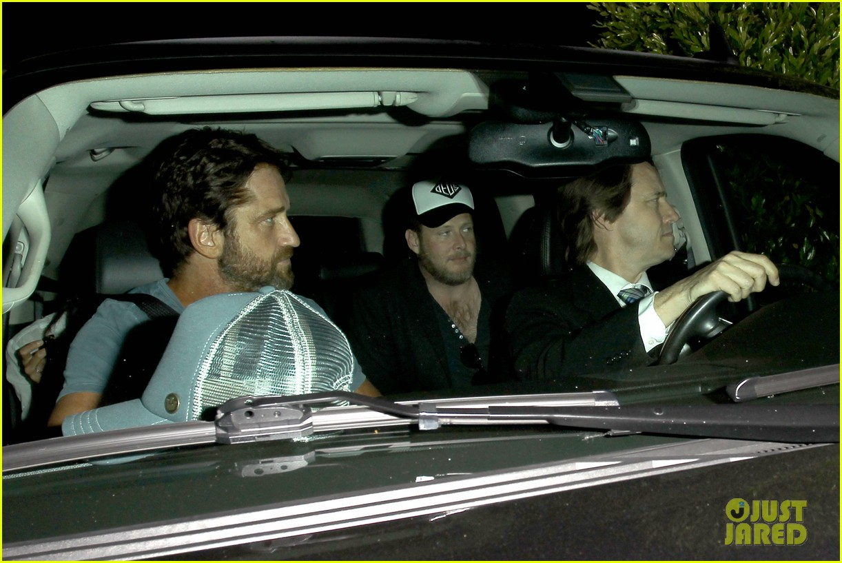 gerard butler brings his buff bod to dinner with friends 033129838