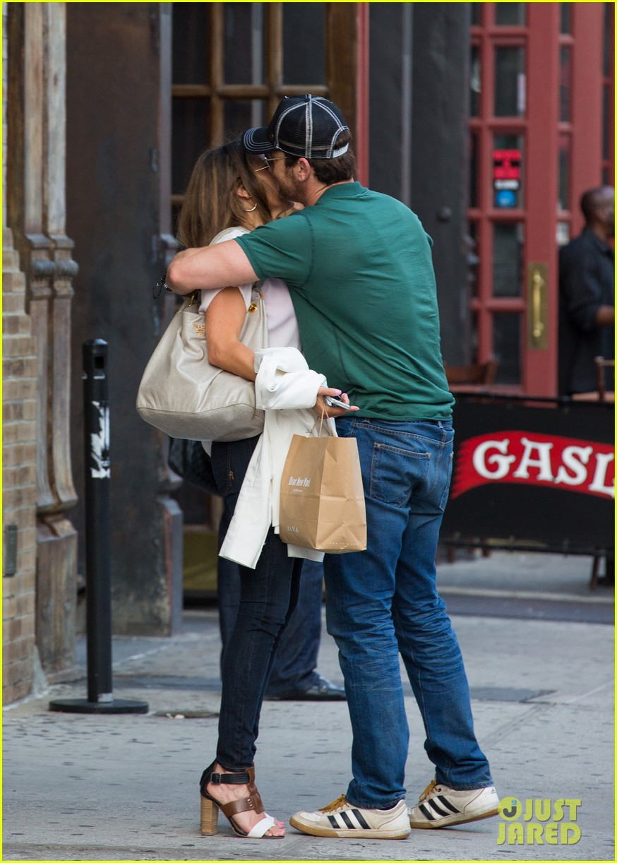 gerard butler hugs kisses mystery woman 02