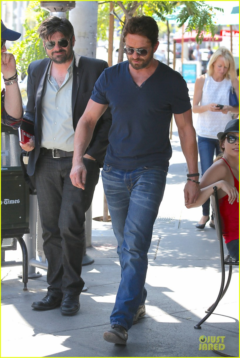 gerard butler how to train a dragon 2 gets imax release 053132005