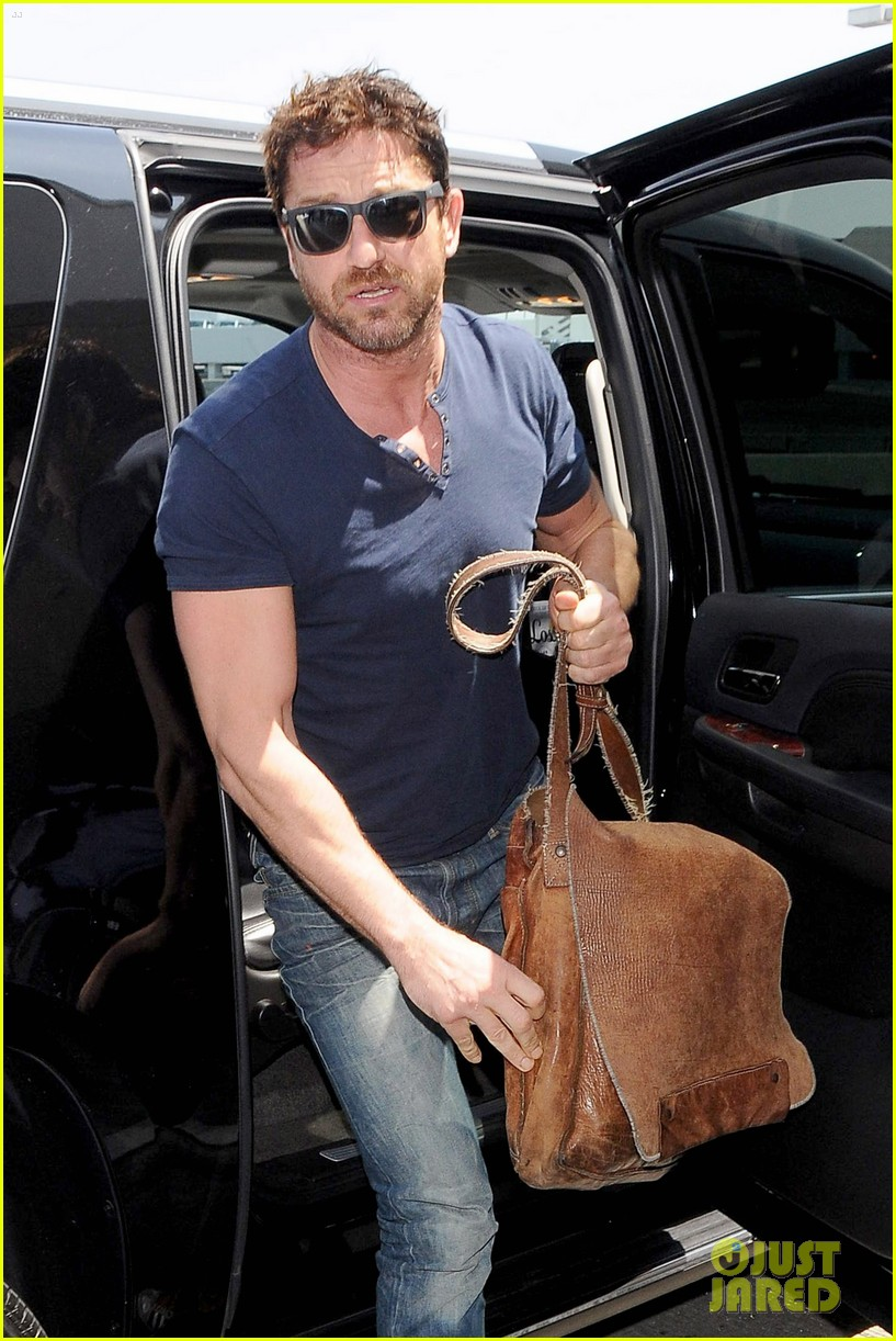 gerard butler jets out of town after quick trip 043133435