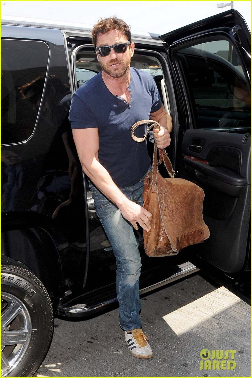 gerard butler jets out of town after quick trip 07