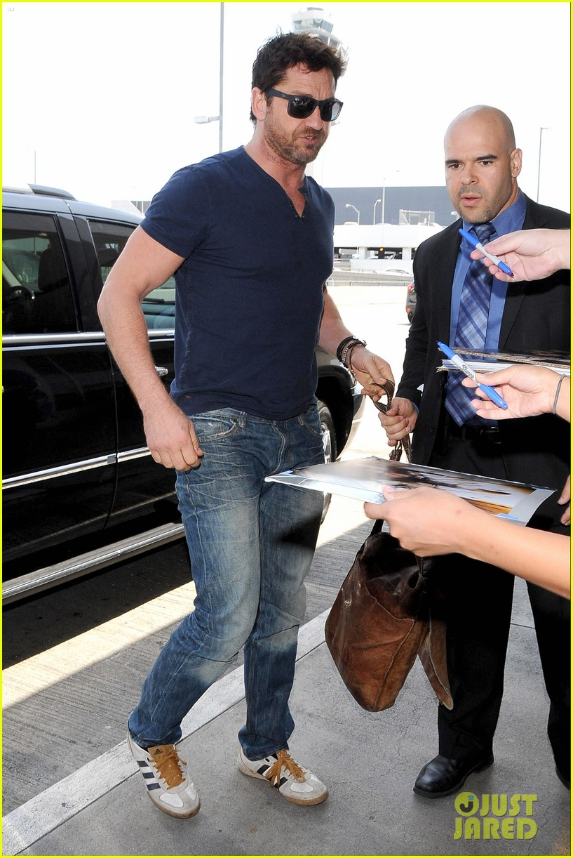 gerard butler jets out of town after quick trip 09