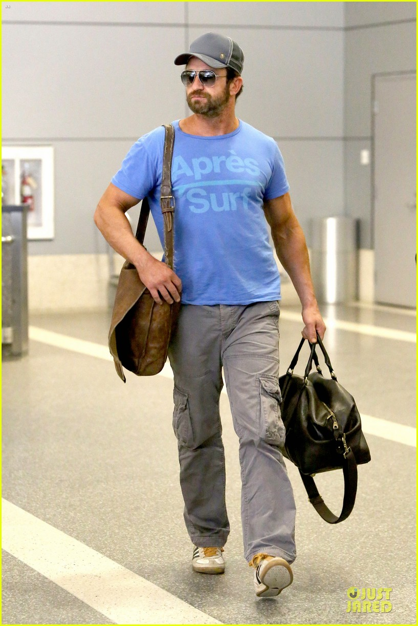 gerard butler has surfing on his mind 12