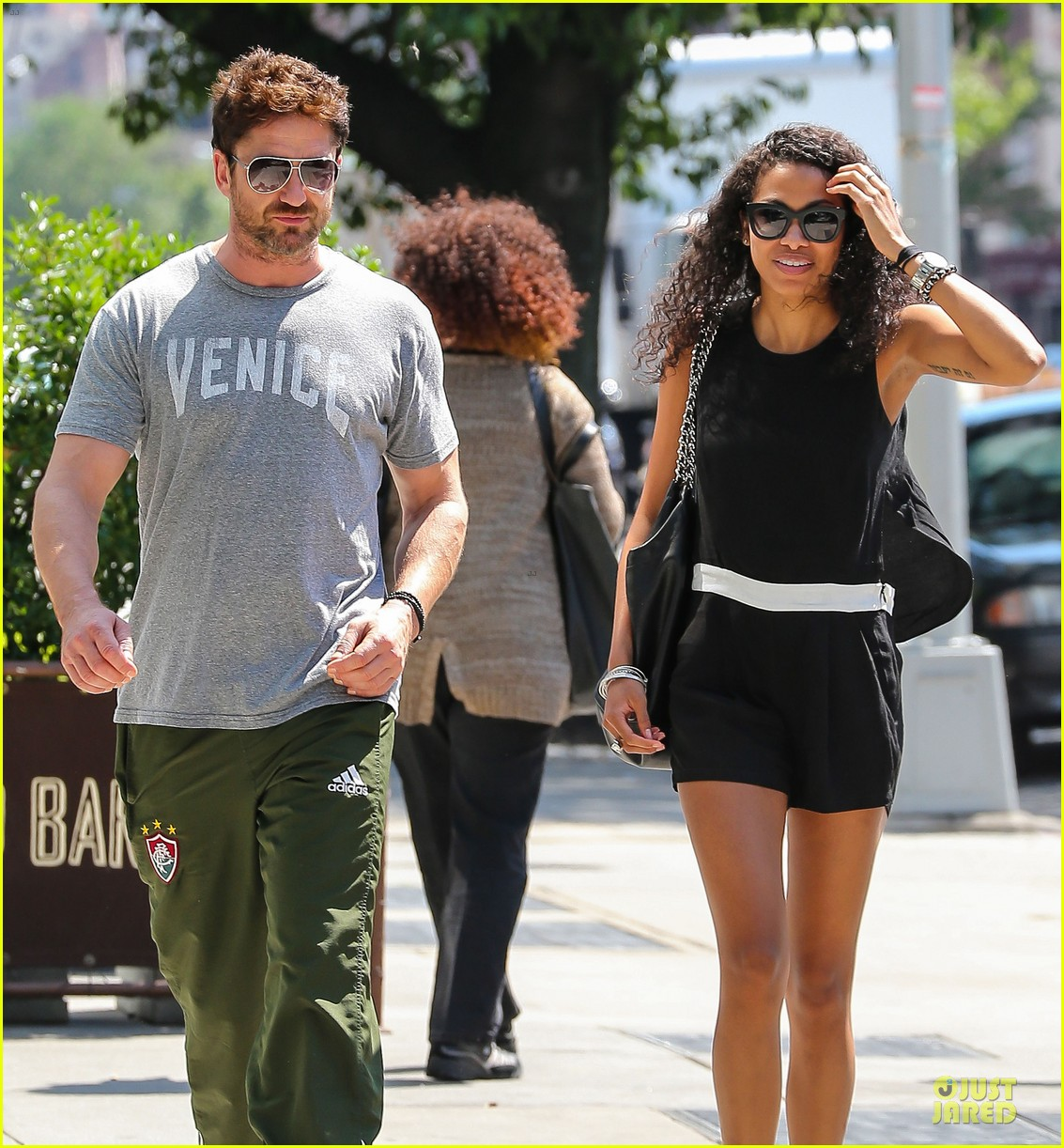 gerard butler venice on stroll with mystery woman 04