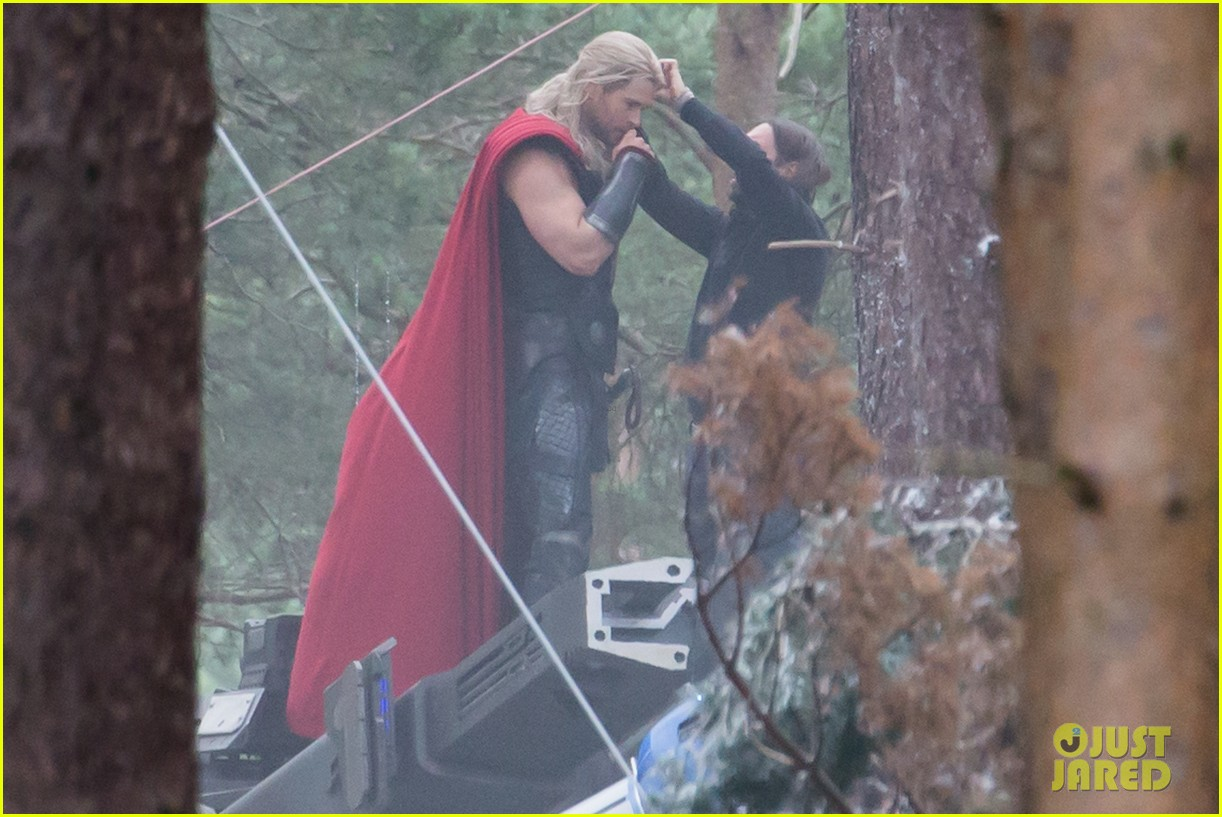 chris hemsworth back in costume as thor 10