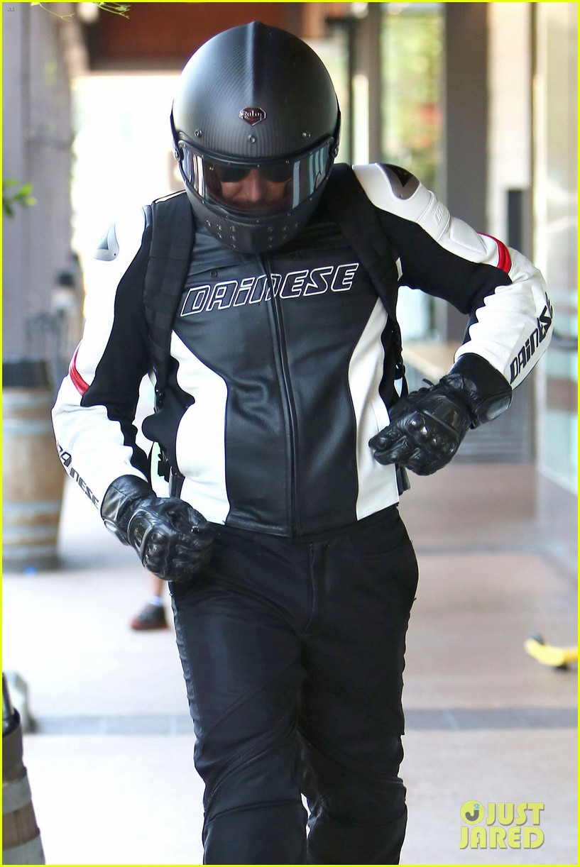 bradley cooper goes incognito in his motorcycle gear 06