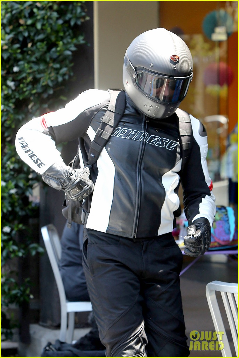 bradley cooper goes incognito in his motorcycle gear 13