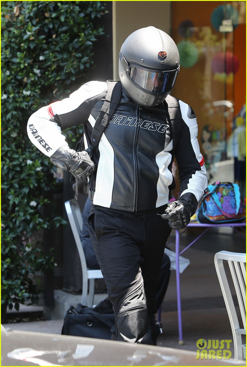 bradley cooper goes incognito in his motorcycle gear 15