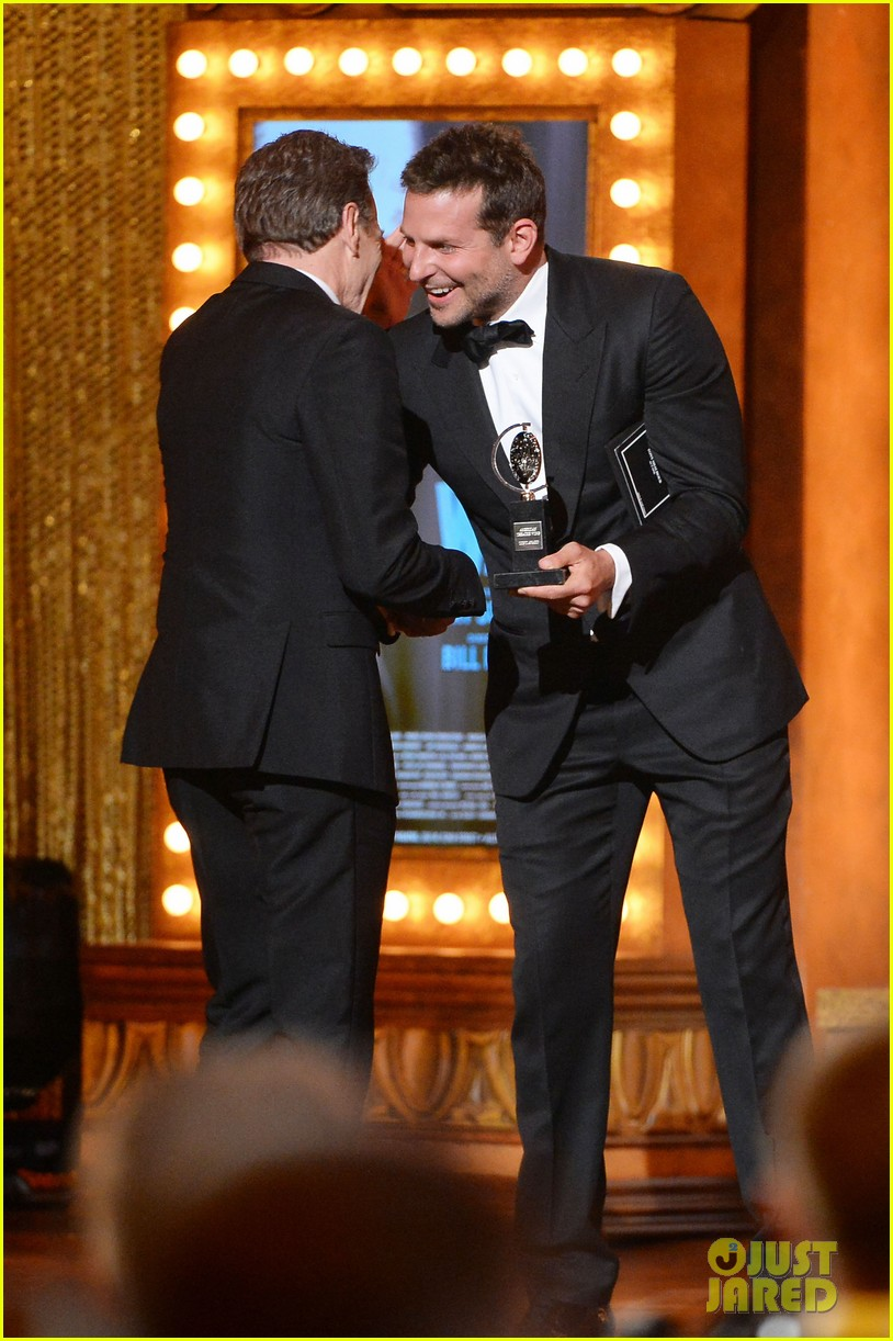bradley cooper presents bryan cranston with his tony award 2014 04