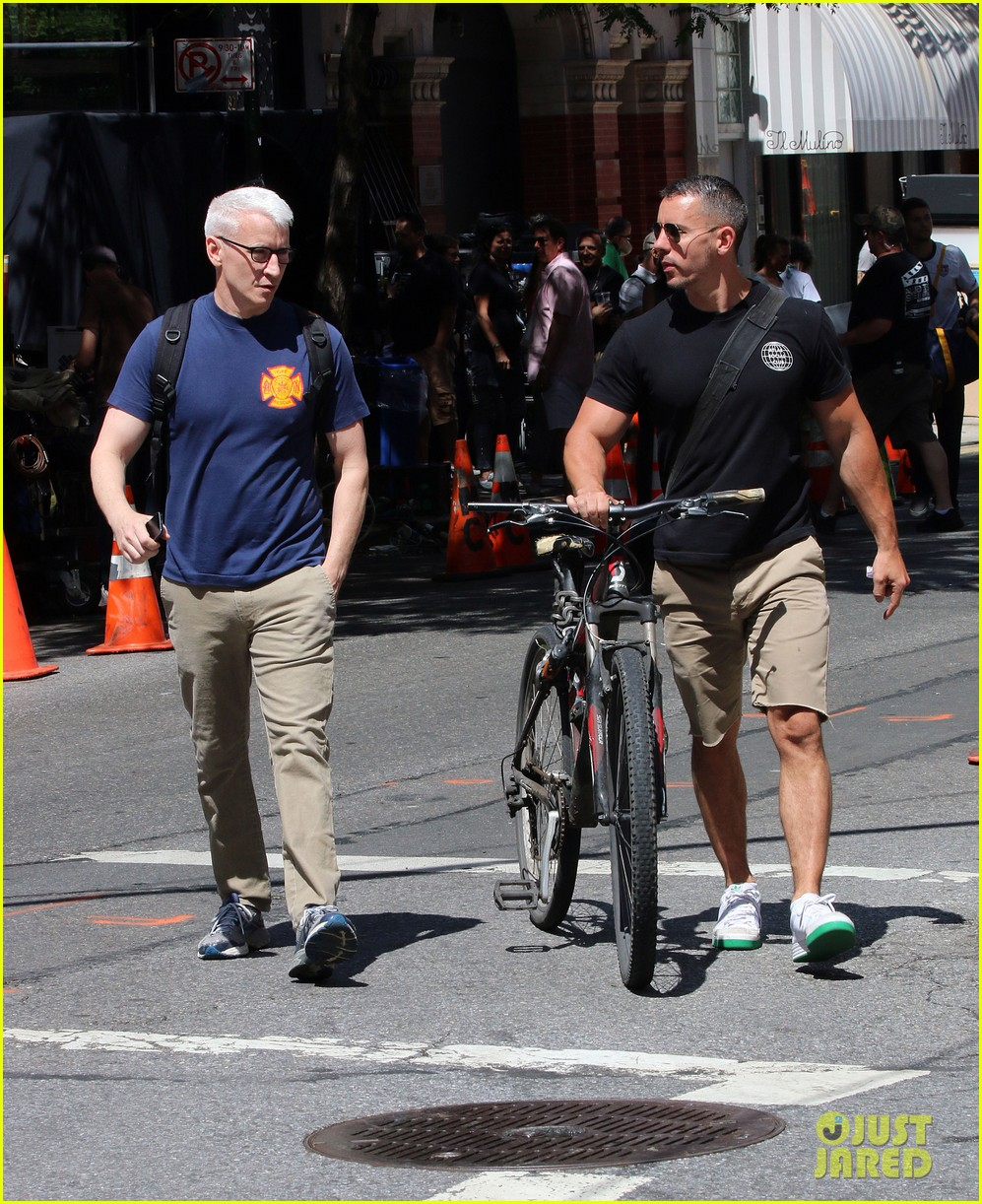 anderson cooper steps out with boyfriend after vagina segment 123144181