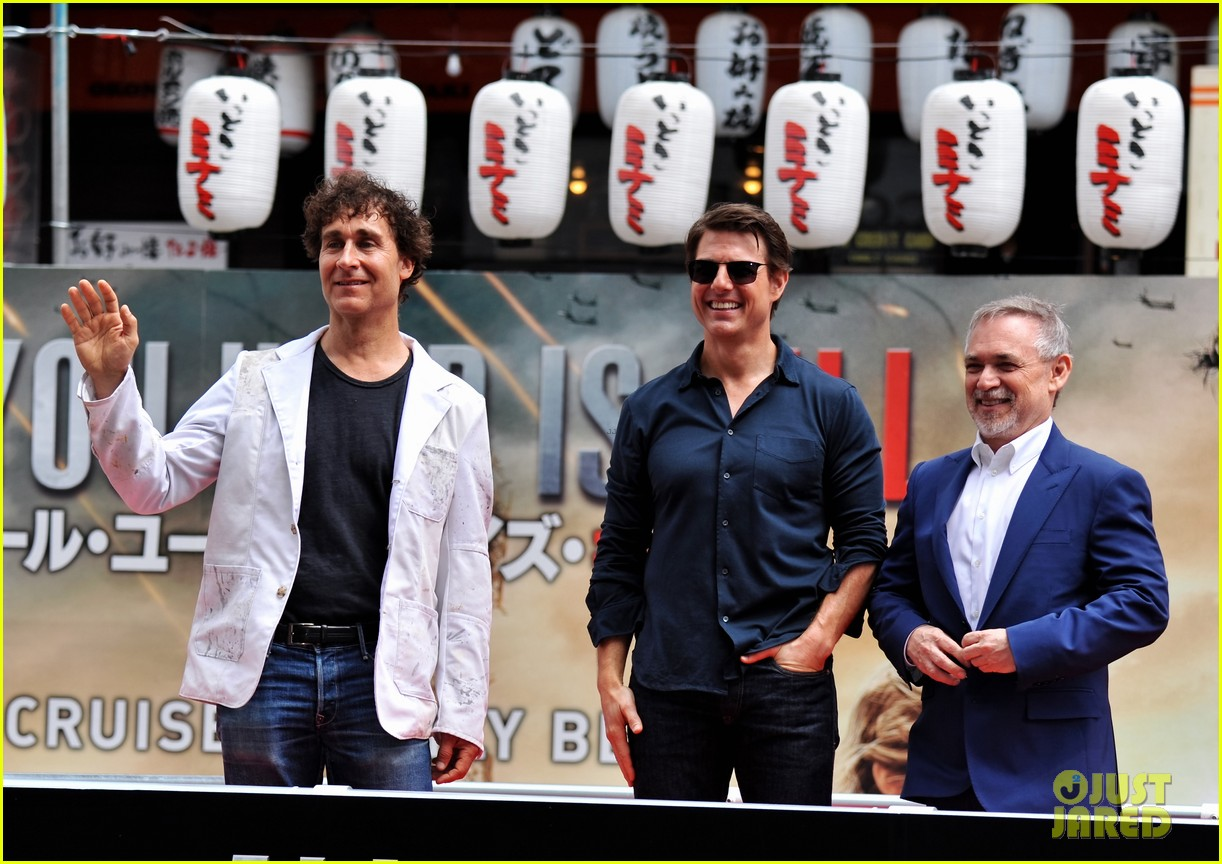 tom cruise is the happiest for edge of tomorrow japan photo call 07