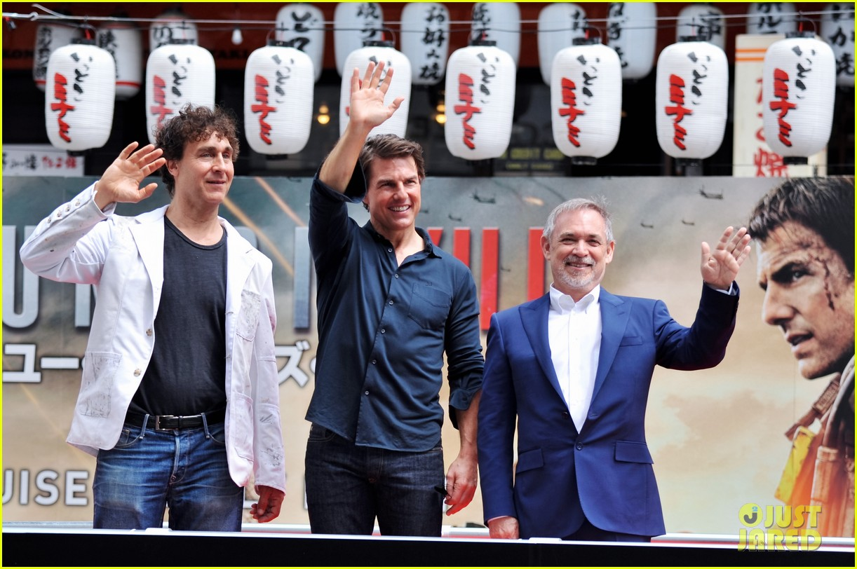tom cruise is the happiest for edge of tomorrow japan photo call 09