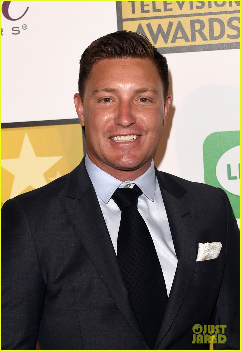 josh dallas colton haynes critics choice tv awards 2014 05