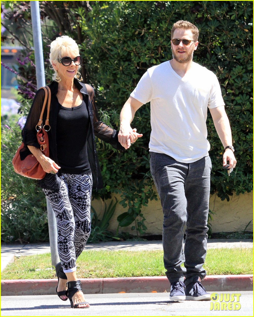 josh dallas holds his moms hand after baby oliver birth 113128612