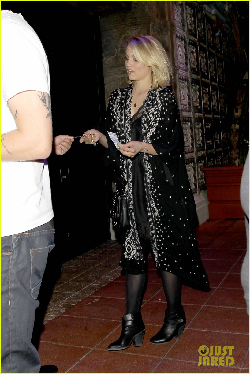 dianna agron jack white concert mystery man 09