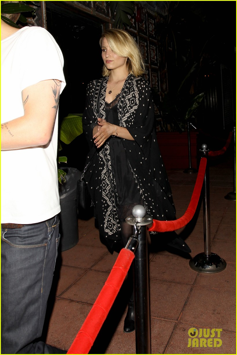 dianna agron jack white concert mystery man 11