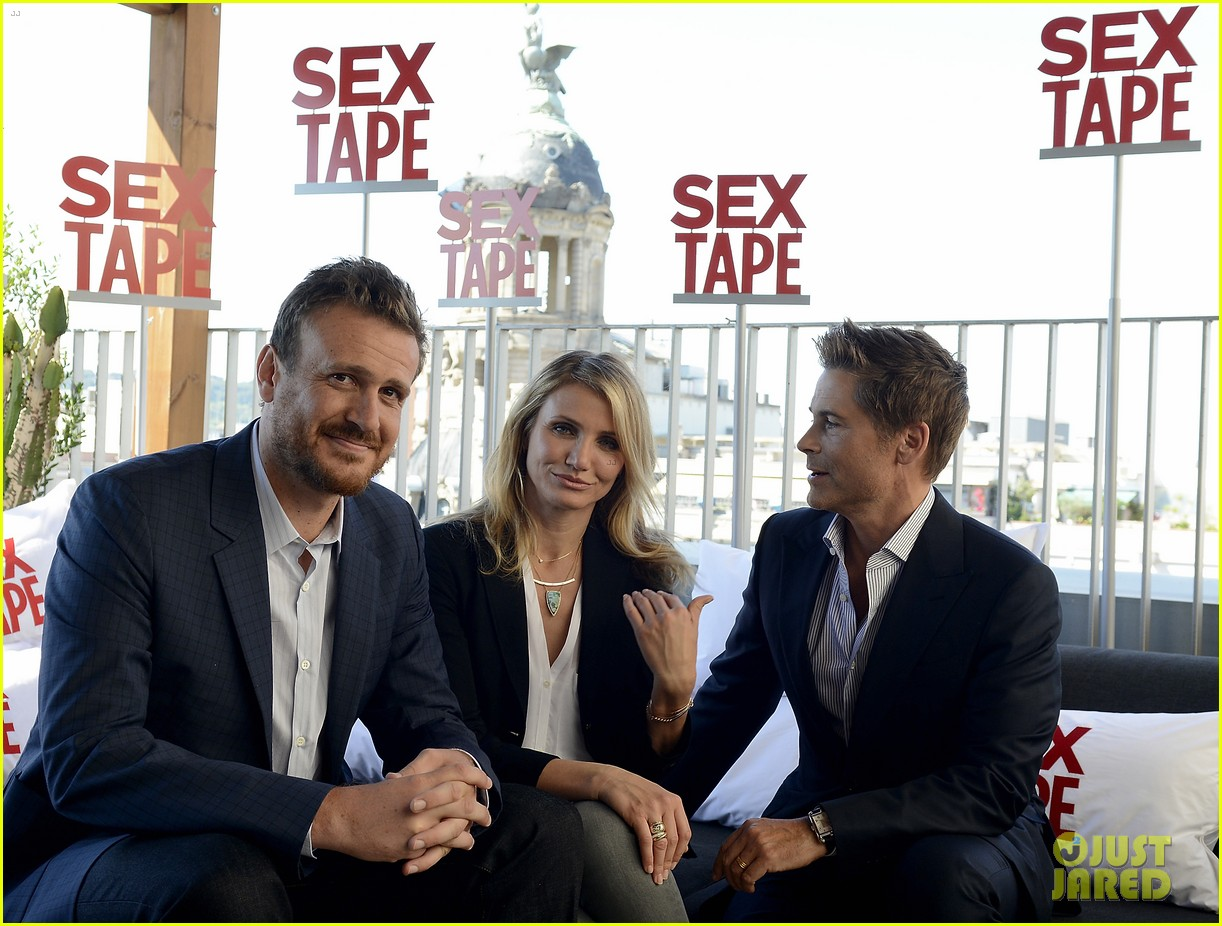 cameron diaz makes fabulous trio with jason segel rob lowe 023138935