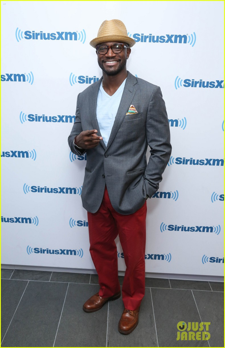 taye diggs opens up about idina menzel split 023132259