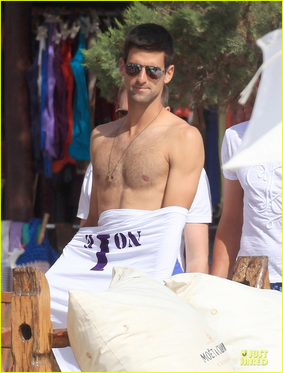 novak djovokic shirtless vacation after french open 04