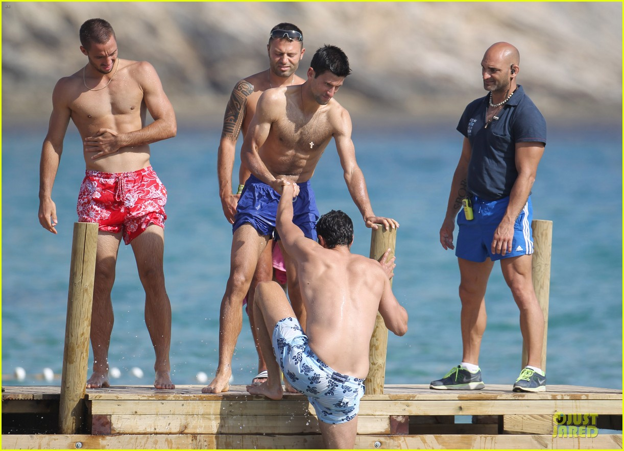 novak djovokic shirtless vacation after french open 05