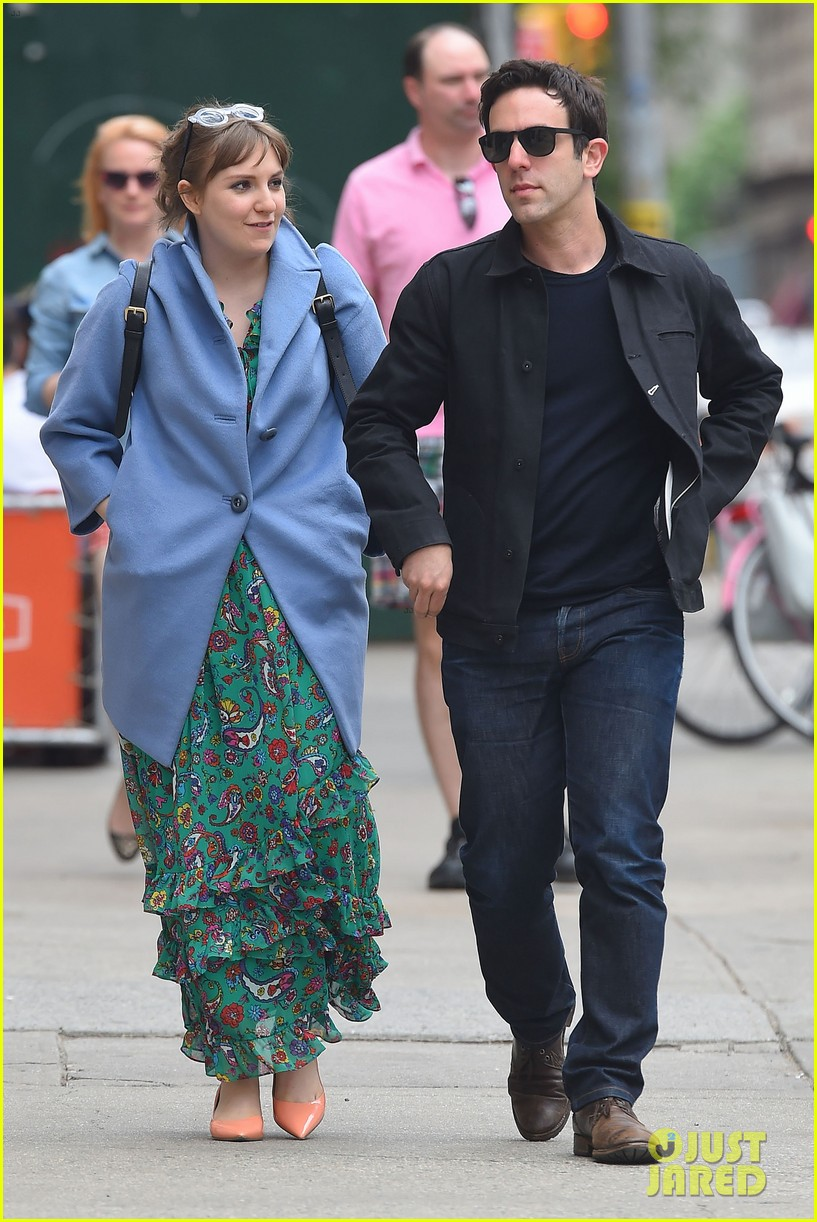 lena dunham hangs out with pal bj novak in new york 06