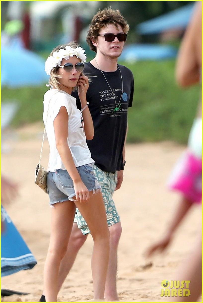 emma roberts bikini hawaii vacation evan peters 27
