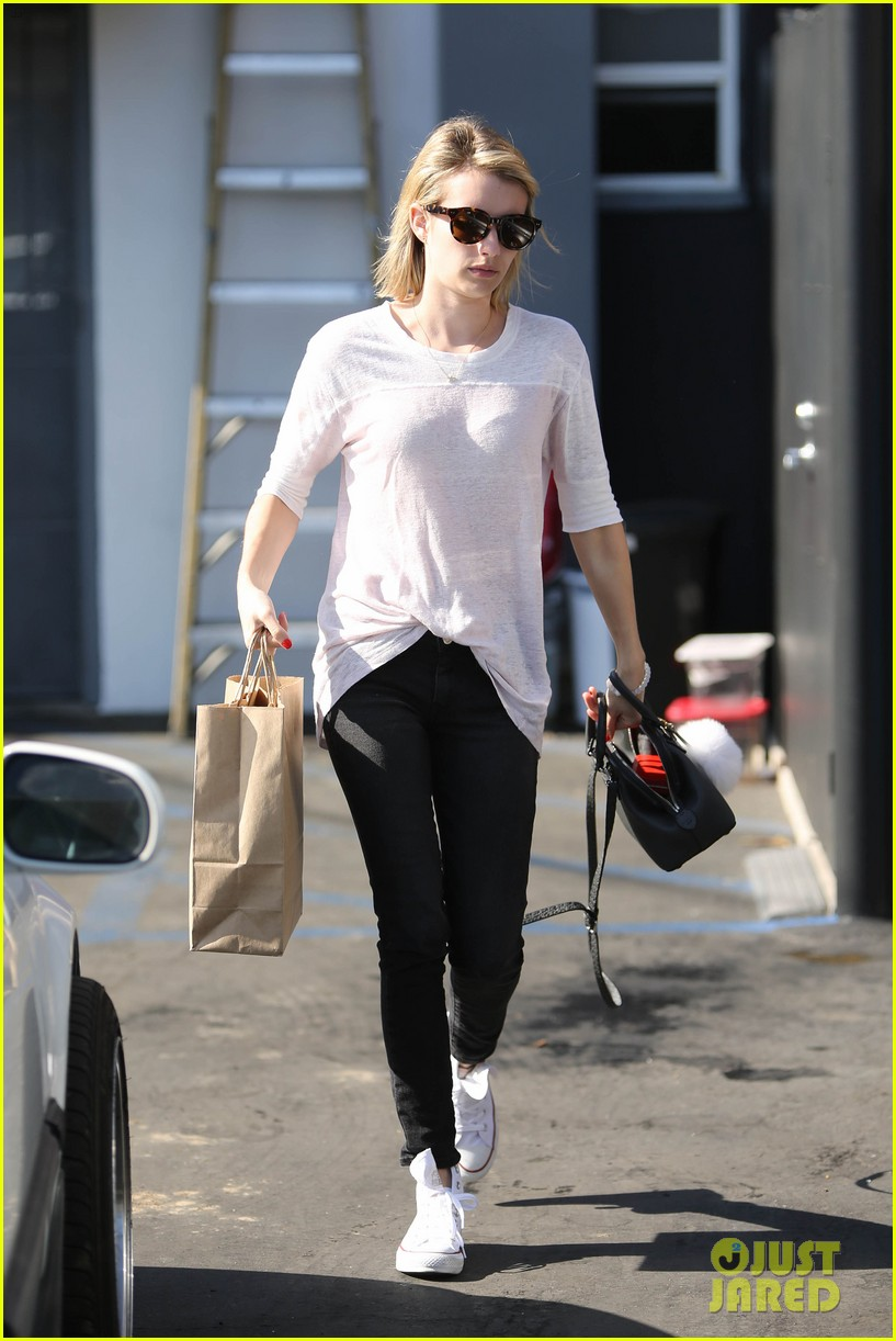 emma roberts stays healthy green juice 123132162