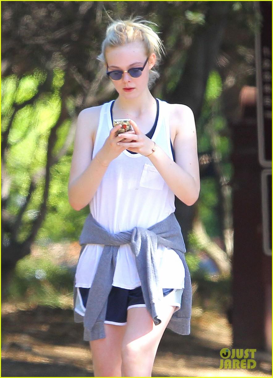 elle fanning frizzy hair hike 053139523
