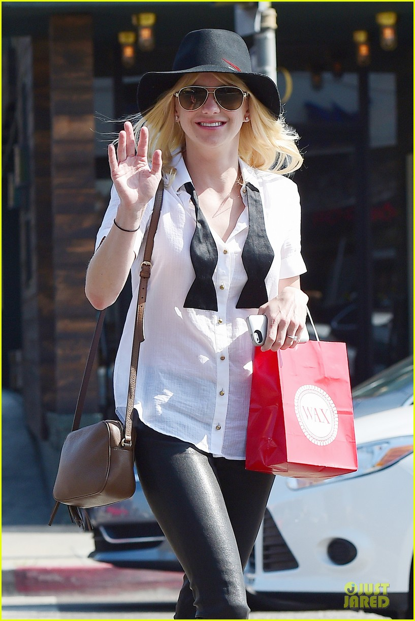 anna faris returns to caa 023142849