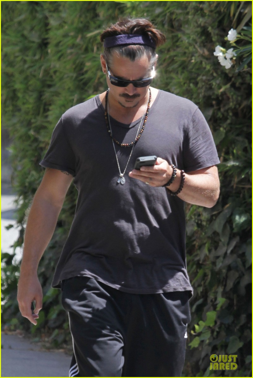 colin farrell sports gray hair in venice 043130054